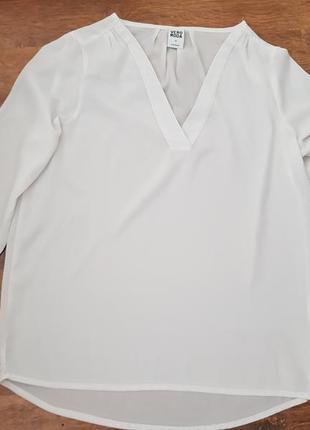 Стильная блуза в v образным вырезом
