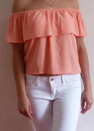 Блуза со спущенными плечами с воланом