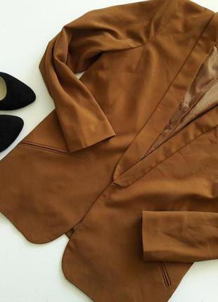 Стильный удлиненный карамельный пиджак жакет