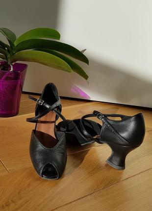 Танцевальные туфли, босоножки 39 размера