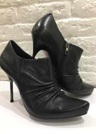 Стильные,новые,кожаные туфли