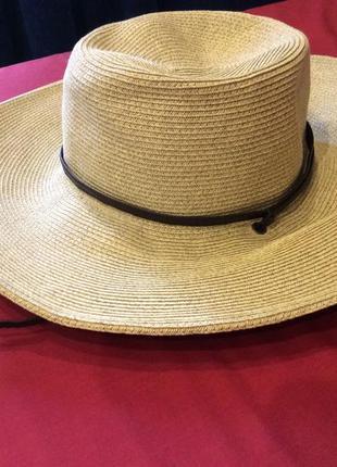 Шикарная шляпа для пляжа