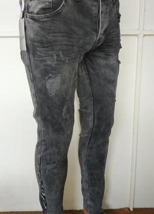Свежая моделька джинсов-рванок republic