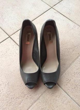 Шикарні туфлі з відкритим пальчиком від zara