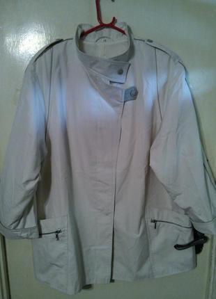 Роскошный,белый тренчкот,плащ,куртка с погончиками,на подкладке,большого размера