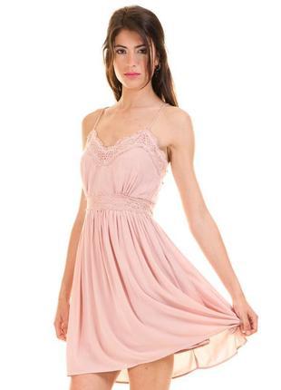 Пудровое платье на тонких бретельках vila,пудро-розовое платье комбинацыя
