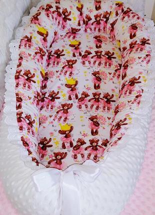 Кокон гнездышко со сьемным кокосовым матрасиком для девочки белое мишки