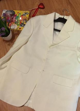 Белый пиджак/жакет на пуговицах