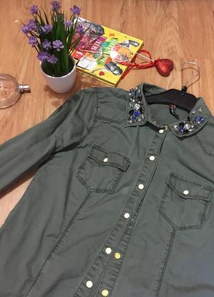 Блуза/рубашка хаки с камнями на воротнике и на кнопках