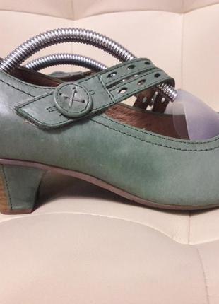 Удобные кожаные женские туфли на маленьком каблуке