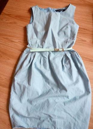 Нежно голубое строгое платье колокольчик с поясом