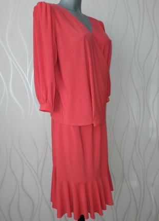 Супер красивый, нежный, стрейчевый, кораллового цвета костюм