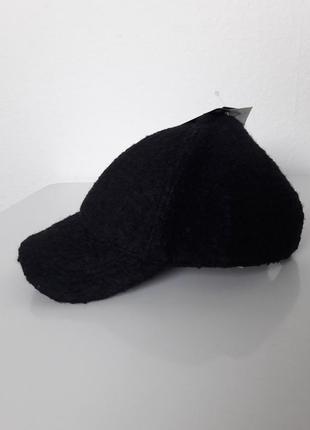 Стильная кепка из плотной ткани осень/зима