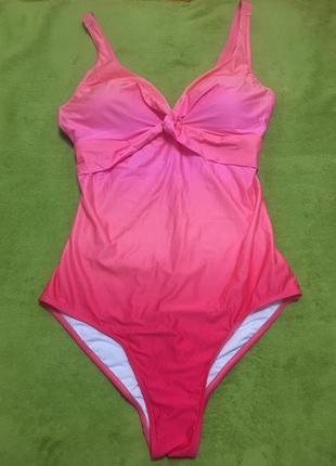 Очень красивый розовый купальник