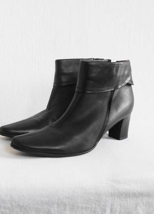 Черные кожаные осенние полусапожки roberto santi