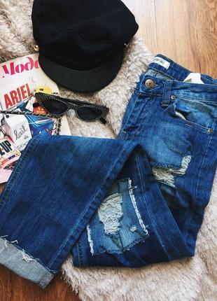 Крутые джинсы с потертостями и вставками из другого джинса