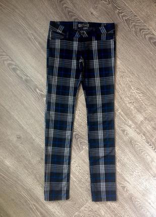 Стильные демисезонные брюки d&g. m/l.
