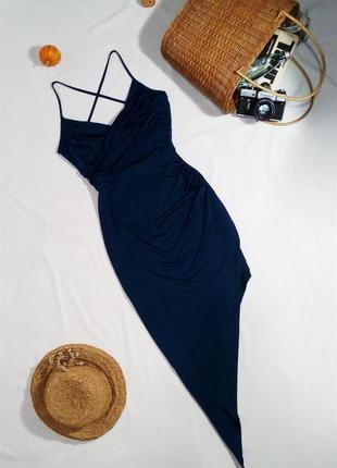 Шикарное платье миди по фигуре с ассиметричной юбкой
