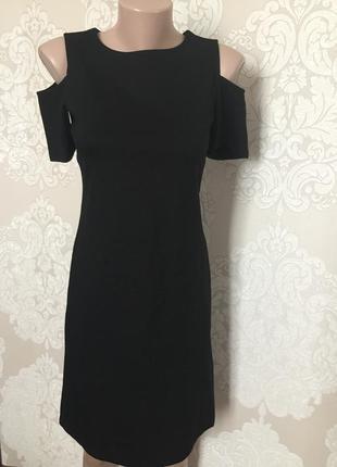 Платье с вырезом на плечах/ плотное платье миди трапеция