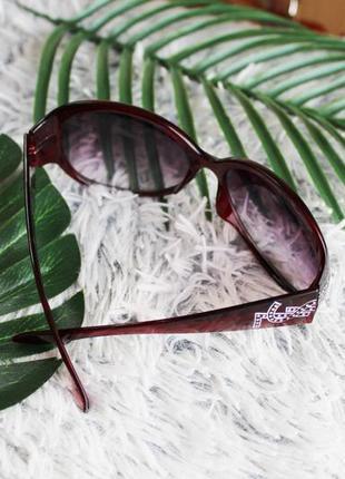 Солнцезащитные очки овальной формы бардо