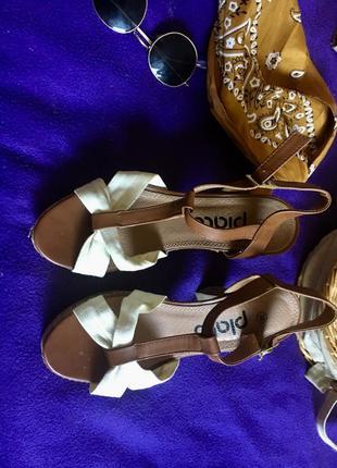 Стильные летние босоножки на удобном каблуке