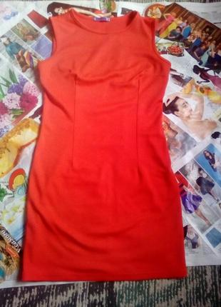 Коротенькое красное платье