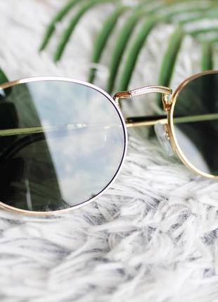 Трендовые овальные солнцезащитные очки тёмно-зелёные в золотой оправе3 фото