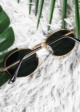 Трендовые овальные солнцезащитные очки тёмно-зелёные в золотой оправе2 фото