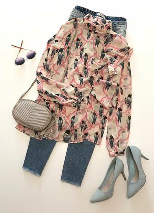 Стильная блуза с оборками от h&m  (100% вискоза) интересный принт птички
