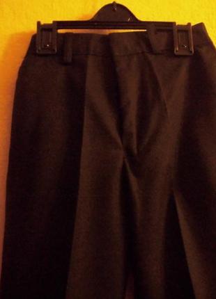 Добротные брюки для школы