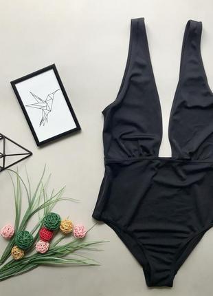 Шикарный чёрный сдельный купальник с декольте вырезом asos