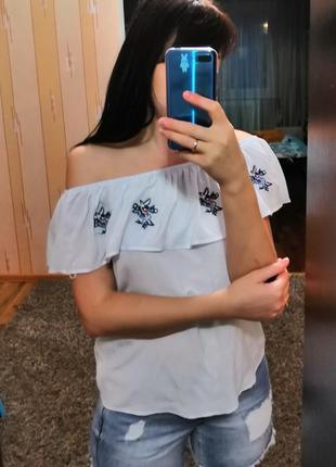 Блуза с воланом/ открытыми плечами/вышивкой lc waikiki