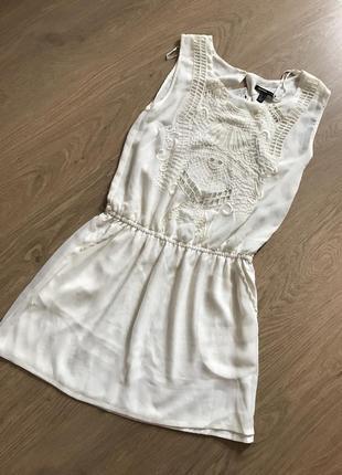 Белое короткое платье mango