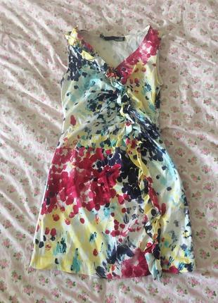 Яркое короткое платье