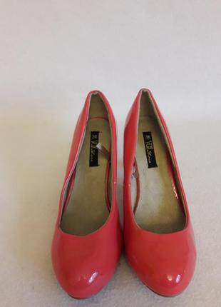 Яркие туфли лодочки фирмы vox shoes p. 38 стелька 24,5