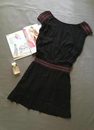 Платье с вискозы с вышивкой и красивой спинкой