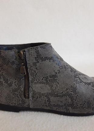 Кожаные лёгкие закрытые туфли фирмы next p. 39 стелька 25 см