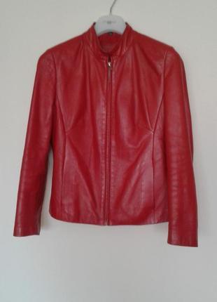 Красная кожаная куртка червона шкіряна курточка