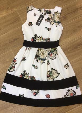 Фирменное платье в цветы новое