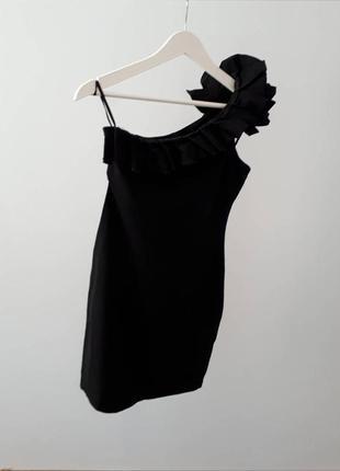 Коротке вечірнє плаття.