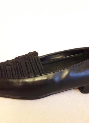 Отличные туфли на низком каблуке от vanessa p. 40 стелька 26 см