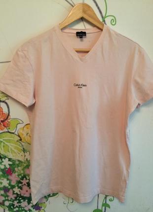 Розовая брендовая футболка calvin klein