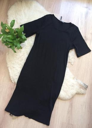 Чёрное платье футболка в рубчик миди