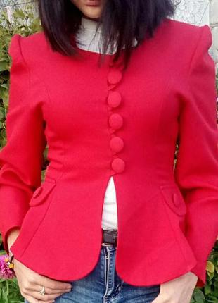 Продам красный пиджак