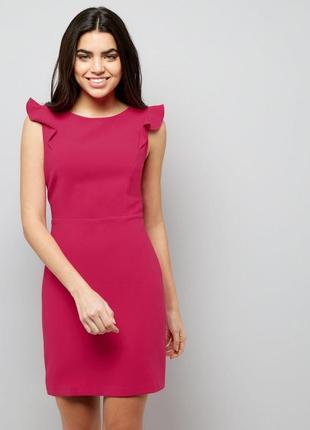 Стильное яркое платье с оборками по фигуре, карандаш миди,