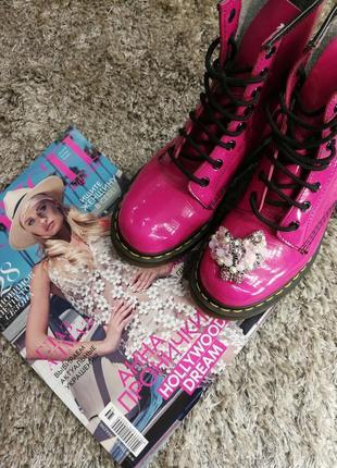 Шикарные малиновые розовые мартинсы ботинки лаковые кожаные на шнуровке