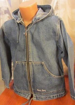 Джинсовая куртка с капюшоном на 4-5 лет