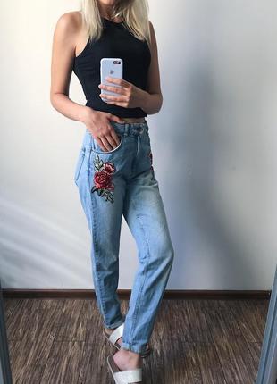 Мом джинсы с вышивкой topshop