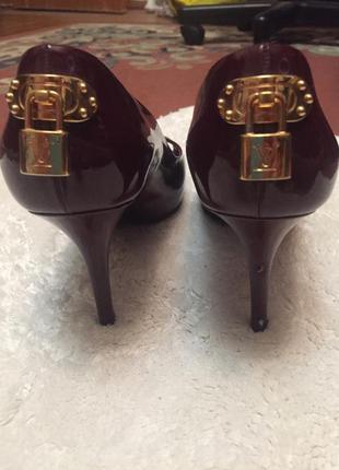 Туфли с открытым носком louis vuitton