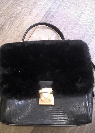 Черная сумка parfois с мехом